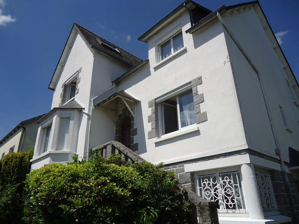 maison a vendre 22530 mur de bretagne 7 pi ces 220 m agence bretagne. Black Bedroom Furniture Sets. Home Design Ideas