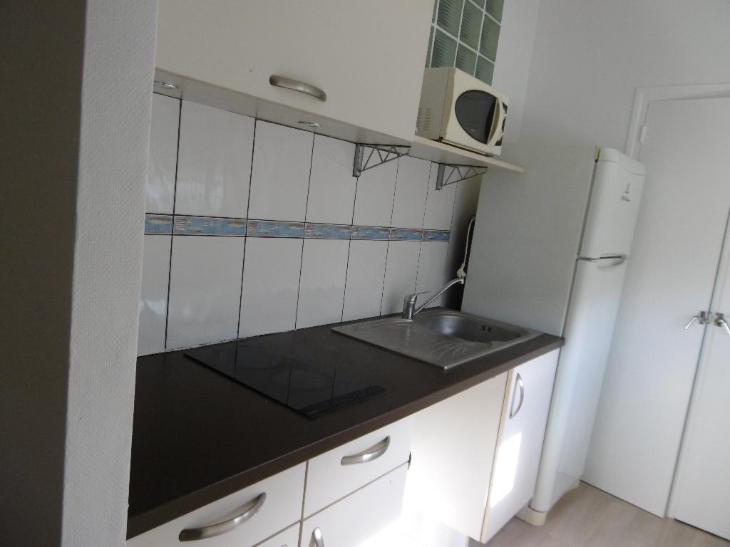 A louer Pontivy Morbihan Bretagne appartement centre ville 2 pièces 43m2  1 chambre  cuisine aménagée